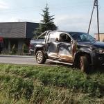 Traktorem wyciągali pick-upa z rowu (wideo)