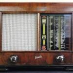 Zobacz kolekcję starych radioodbiorników