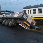 Zderzenie pociągu z ciężarówką w Skalmierzycach (wideo)