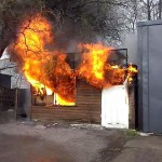 Spłonął kiosk, w którym koczowali bezdomni (nowe wideo)