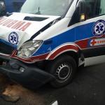 Wypadek karetki z osobówka Kaliska/Limanowskiego