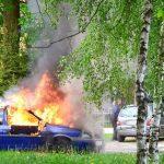 Tak gaszono auto pod kościołem