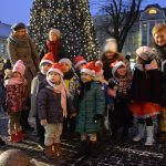 Choinka rozświetliła się na Rynku, a Mikołaje jeździli…