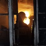 Spłonęło mieszkanie. Strażacy uratowali mężczyznę