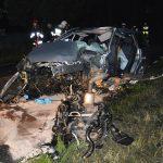 Po uderzeniu autem w drzewo zginął 56-latek