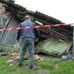 Orkan Grzegorz – uratowano konia i psa z zawalonego budynku