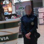 Policjantka wypatruje psychopatów w galerii