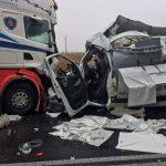 DK11: Poważny wypadek busa z tirem w Rogaszycach