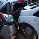 Dwa auta sczepiły się po wypadku
