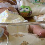 Stan noworodka z Cerekwicy poprawia się. Jutro ma dołączyć do niego matka