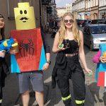 Maturzyści przebierańcy wyszli na ulice Ostrowa