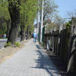Nowym chodnikiem i ścieżką na Piaski