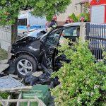 Okólna-Kwiatowa – zderzenie dwóch aut. Wjechały w ogrodzenie posesji