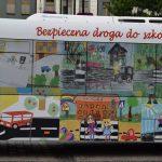 Prace dzieci na czterech autobusach