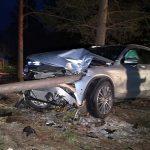 Auto powiadomiło o wypadku. Kierująca poszła w las
