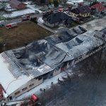Wielki pożar zakładu produkcyjnego z meblami tapicerowymi