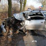 26-latek zginął po uderzeniu Oplem w drzewo