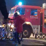 Pożar w bloku przy ul. Harcerskiej. 3 osoby pojechały do szpitala