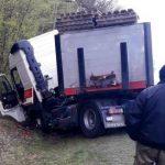 """Ciężarówka """"złamana w pół"""""""