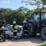 Wypadek w Słaborowicach. Renault i traktor