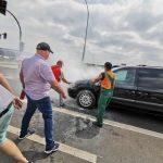 19 gaśnic zużyto do płonącego auta przy galerii