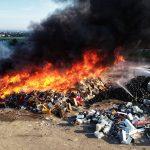 Duży pożar odpadów w Ostrowie (aktualizacja 2)
