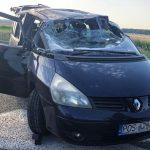Dachowanie Renault. Jechało 7 osób
