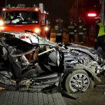 BMW wbiło się w tył ciężarówki