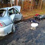 Motocyklista zginął po tym jak wjechał z impetem w auto