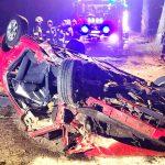 2 osoby poszkodowane po uderzeniu Golfem w drzewo