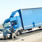 Wypadek ciężarówki i osobówki