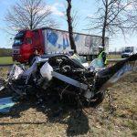 Wypadek koło Świecy. Auto z impetem uderzyło w drzewo (aktualizacja 8)