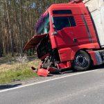 Zderzenie dwóch ciężarówek koło ronda w Strugach