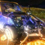 Pijany kierowca BMW wjechał w auto, drzewo i płot