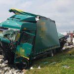 Zderzenie dwóch ciężarówek na obwodnicy. W jednej zabrakło paliwa