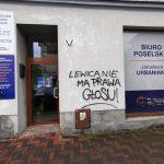 Biuro poselskie Urbaniaka zostało obsmarowane