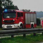 Skoda uderzyła w barierę na obwodnicy Ostrowa