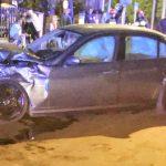 Młodzież w rozbitym BMW na Strzeleckiej w Ostrowie